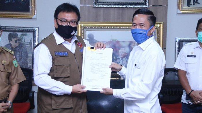 Sekda Kota Palembang Serahkan Surat Usulan Pemberlakukan PSBB kepada Sekda Provinsi Sumsel