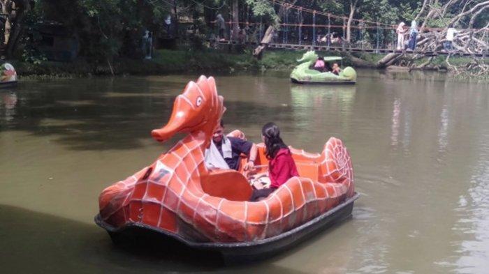 FOTO : Warga Nikmati Liburan Di TWA Punti Kayu - perahu-naga-0706.jpg