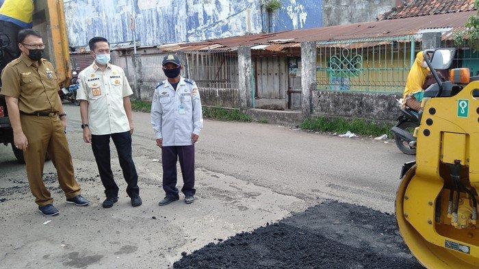 Sering Dilewati Kendaraan dengan Bobot 5-6 Ton, Jalan Terminal Plaju Palembang Kini Telah Diperbaiki