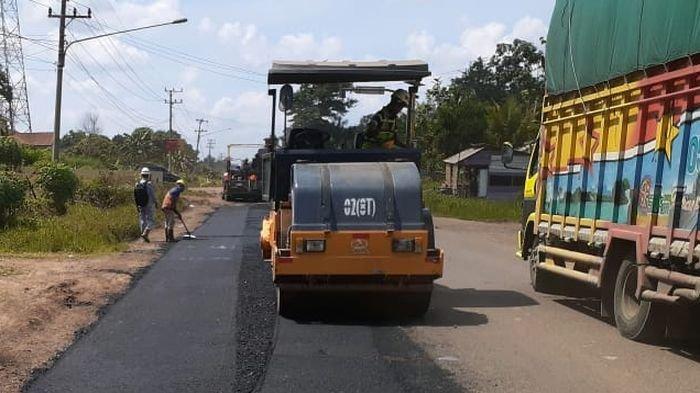 Ruas Jalan Palembang-Jambi Banyak Lobang