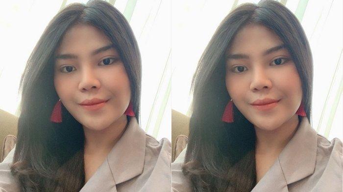 Pergi Umrah Bareng Kakak Dewi Perssik, Penampilan Rosa Meldianti Pakai 'Cadar' Jadi Perbincangan!