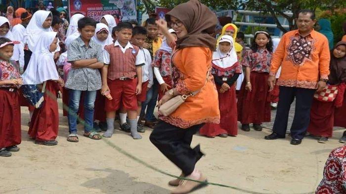Guru Dan Siswa Sdn 226 Palembang Asyik Bermain Permainan Tradisional Sriwijaya Post