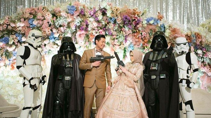 Inilah 12 Bukti Roger Danuarta Fans Star Wars Sejati, dari Perayaan Ultah Hingga Tema Pernikahan!
