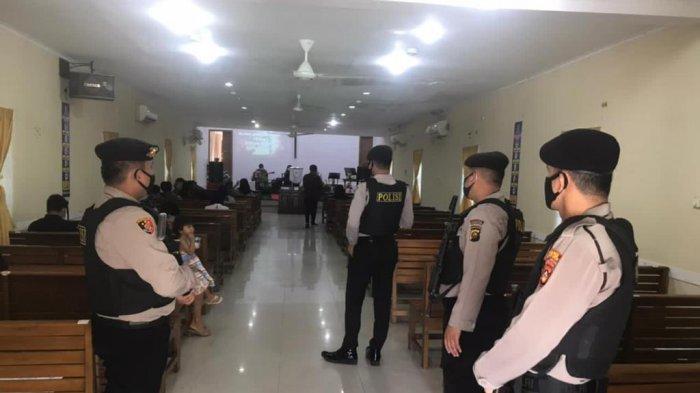 Anggota Polres Muba Bersenjata Dikerahkan Perketat Keamanan Gereja, Pasca Bom Bunuh Diri di Makassar