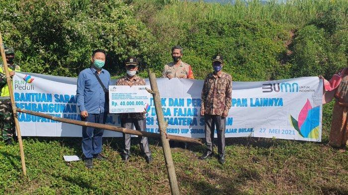 PT PLN Salurkan Bantuan ke Warga Desa Fajar Bulan Muara Enim, Penyediaan Sarana Pembangunan MCK