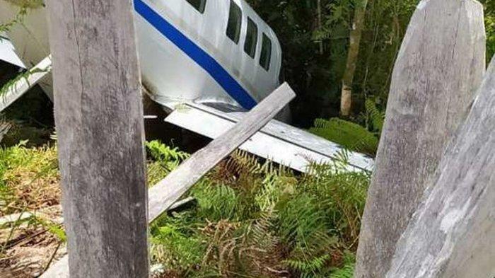 Detik-detik Pesawat Pengangkut Sembako Tergelincir di Papua, Terperosok ke Semak-semak