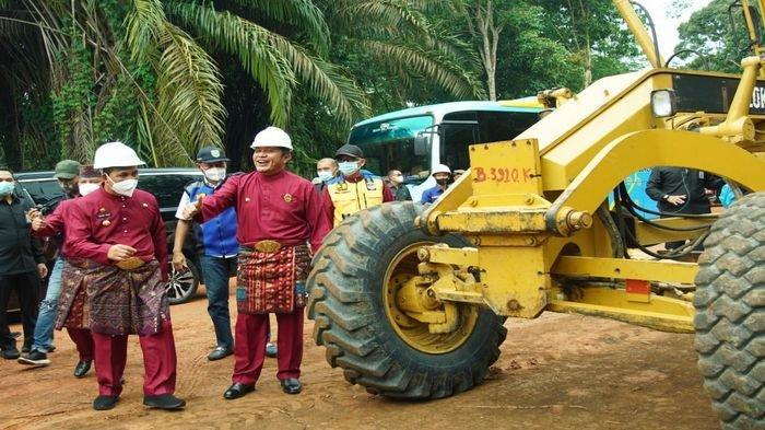 Muluskan Pekerjaan Jalan Akses Wisata Petanang Lubuklinggau, Herman Deru Bantu Dana Rp 15 Miliar