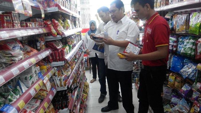 Sidak Mie Mengandung Babi di Minimarket, Dinkes PALI Temukan Makanan tak Berlebel Halal
