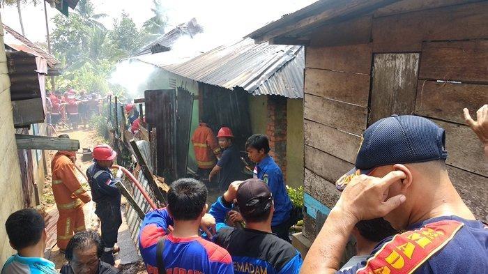 Api Hanguskan Rumah Warga Talang Ubi PALI di 2 Lokasi Berbeda, Yanti tak Kuasa Tahan Tangis