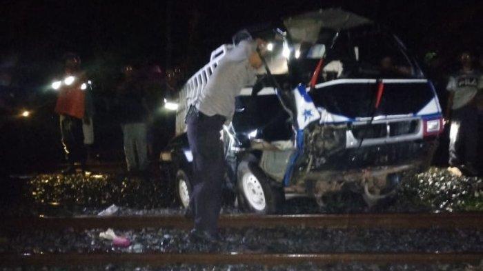 BREAKING NEWS: Pikap Terpental 10 Meter Tersambar Kereta Api di Sukajadi Prabumulih, Sopir Tewas