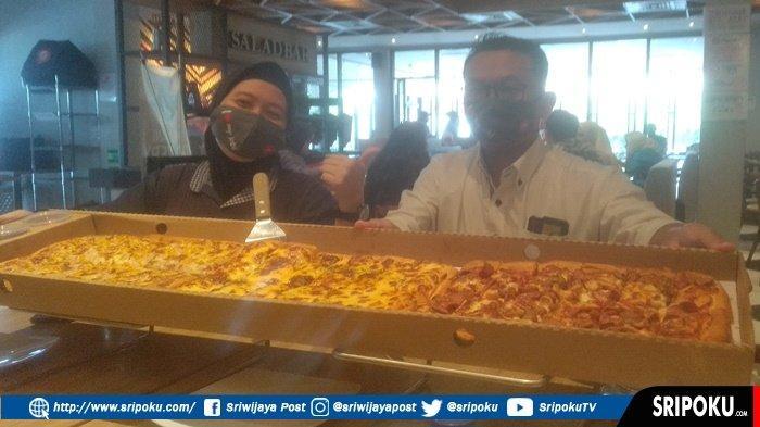 PIZZA Limo Panjang Satu Meter Jadi Favorit Warga Palembang, Dibandrol Rp229 Ribu, Ini Penampakannya!