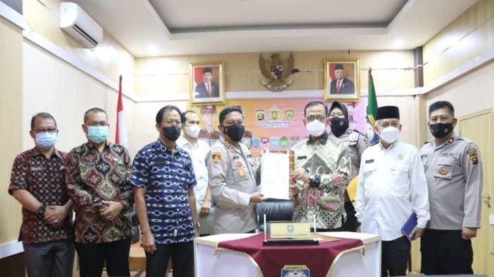 Polri dan Pemkab OKU Teken Naskah Perjanjian Hibah Daerah Penerimaan Polri