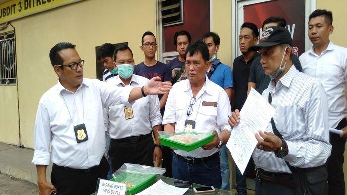 Penyidik Ditreskrimum Polda Sumsel Kembalikan Emas Hasil Rampokan yang Disita dari Para Pelaku