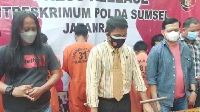 Polda Sumsel Tangkap 8 Tersangka Pencuri Kelapa Sawit di PT Andira Agro Inti 8 Teluk Mahang Banyusin