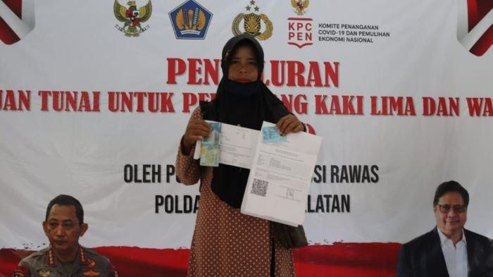 Polres Musi Rawas Salurkan Bantuan Tunai ke 367 PKL dan Warung yang Terdampak Pandemi Covid-19
