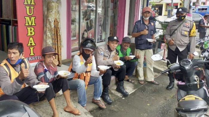 IPTU Desi Azhari Kumpulkan Tukang Ojek, Becak dan Pemulung di Mapolsek Lawang Kidul, Makan Bareng!
