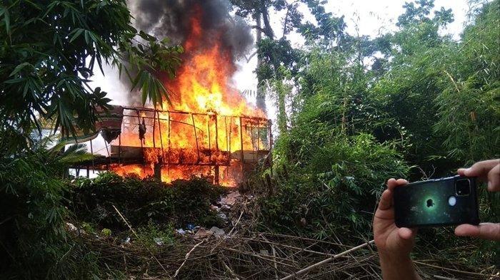 10 Pondok di Lokasi Pertambangan Emas Ilegal di Muratara Dibakar, Bermula dari Laporan Sungai Keruh