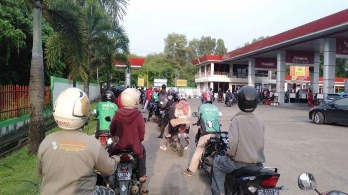 Premium Langka di Palembang (FOTO)