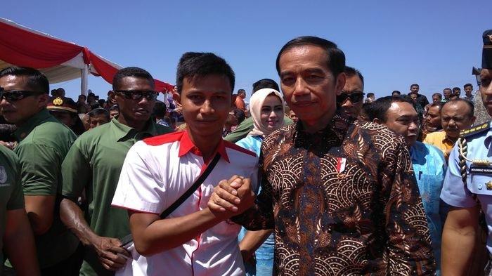 Presiden Joko Widodo Tukar  Profesi Sejenak dengan Wartawan di Hari Pers Nasional