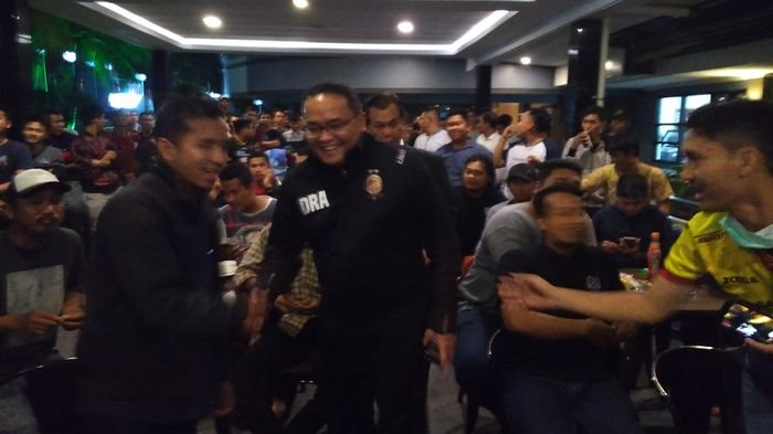 Nobar di Teras Hotel Swarna Dwipa, Dodi Targetkan SFC Sabet Dua Juara di Musim Ini