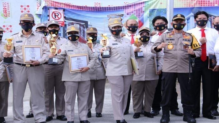 Kapolda Sumsel Beri Piagam Penghargaan Kepada Personel Berprestasi, Dan Pemenang HUT Korpri ke-49