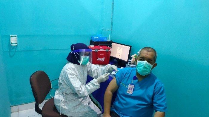 Sempat 3 Kali Tensi, Prof Yuwono Disuntik Vaksin di RS Pusri: Saya Tidak Anti Vaksin