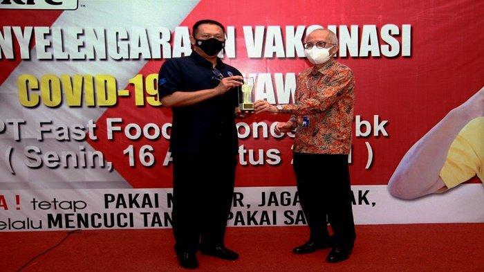 KFC Indonesia Intensifkan Vaksinasi Seluruh Karyawan Gerai, KFC Bersama GERAK BS Vaksinasi Karyawan