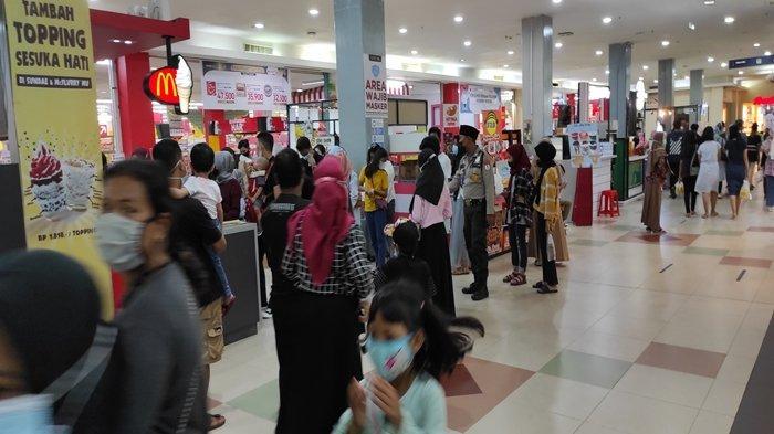 Dua Mall di Palembang Ramai Pengunjung di Hari Kedua Lebaran 2021, Terjadi Antrean di Gerai Es Krim