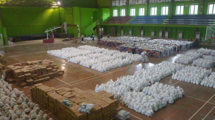 Merayakan Hari Ulang Tahun (HUT) ke-40 PT Bukit Asam Tbk (PTBA) membagikan 9 ribu paket sembako untuk kaum dhuafa dan keluarga yang berekonomian kurang mampu di wilayah ring satu operasional perusahaan di Kabupaten Muara Enim dan Lahat.