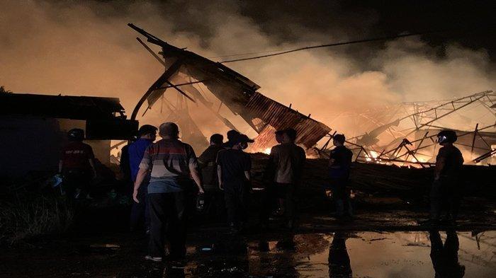 Kami Dengar Ledakan, Cerita Warga di Sekitar Lokasi Kebakaran di PT Sako Indah Gemilang Palembang