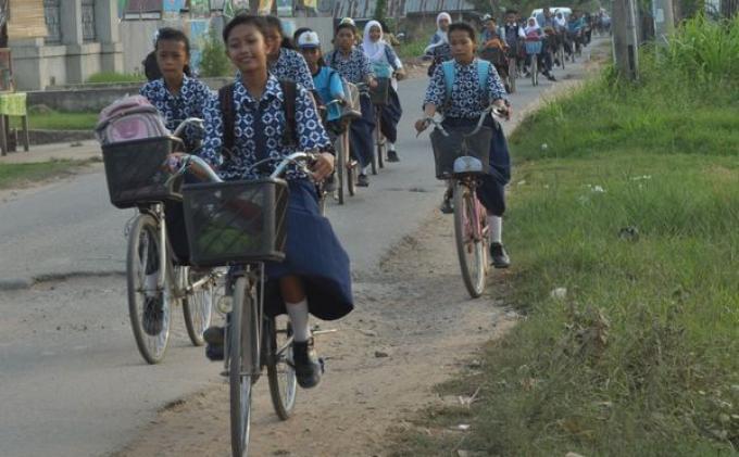 Asyiknya Sekolah Naik Sepeda (Foto)