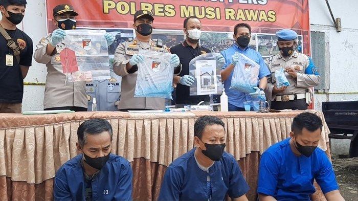 Tiga Warga Jawa Timur Edarkan Pupuk Palsu di Musi Rawas, Masih Ada 325 Karung Tersimpan di Gudang