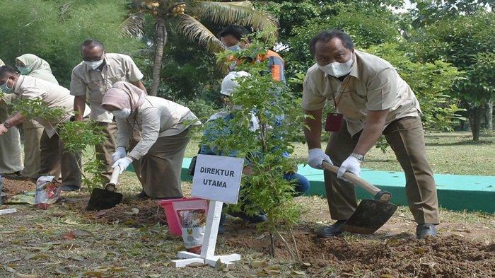 Peringati Hari Bumi, Pusri Tanam 2000 Pohon