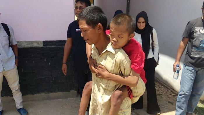 Penderitaan Rahmadi 3 Tahun Dikurung di Kotak Hingga Kerdil Berakhir Dijemput Orang Tuanya
