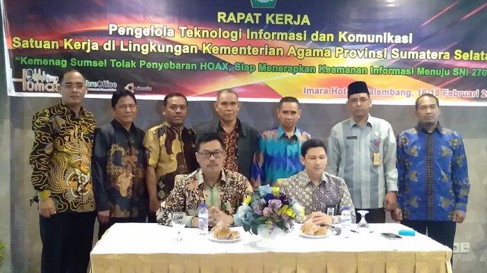 Ka. Subbag TU Kemenag Kota Palembang Ikuti Kegiatan Raker TIK Akbar 2017 - raker_20170218_093241.jpg