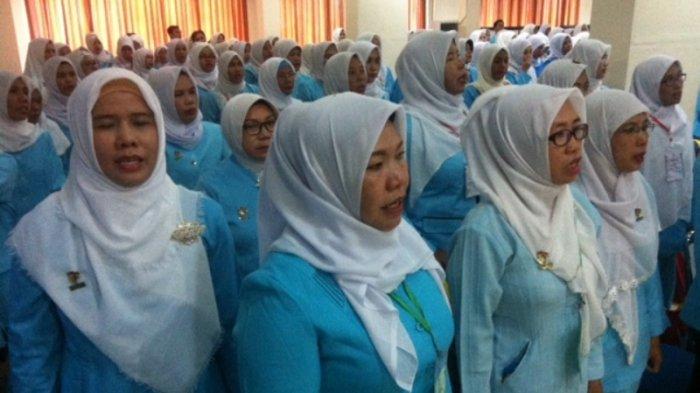 Ratusan Pendidik Himpaudi Menyanyikan Indonesia Raya