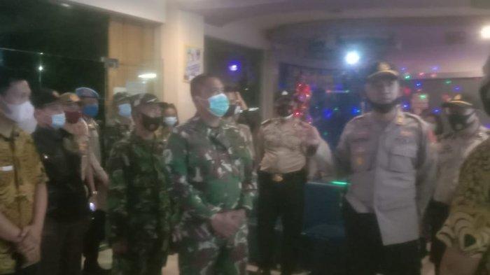 Danramil Sukarami Mayor Inf Augustiar Pimpin Patroli Kerumunan Jelang Tahun Baru