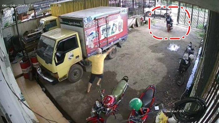 Aksi Curanmor di Ogan Ilir Gagal Usai Terekam CCTV, Kocar-Kacir Dikejar Pria yang Keluar dari Gudang