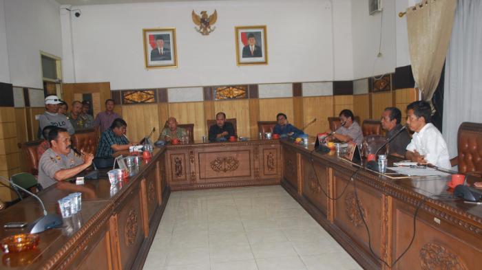 Jajaran Direksi Mitra Ogan Mangkir Rapat, Ketua DPRD OKU Janji Akan Dukung Hak Karyawan