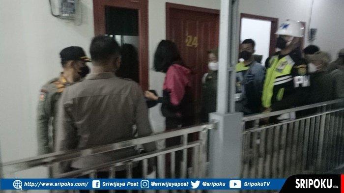 Petugas Gabungan 'Panen' 30 Pasang Bukan Suami Istri, Kepergok Sedang Berduaan di Kamar Penginapan