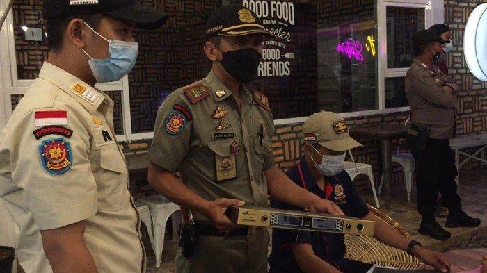 'Tidak Boleh Ada Live Musik' Sat Pol PP Kota Palembang Pantau Sejumlah Pelaku Usaha Tempat Makan