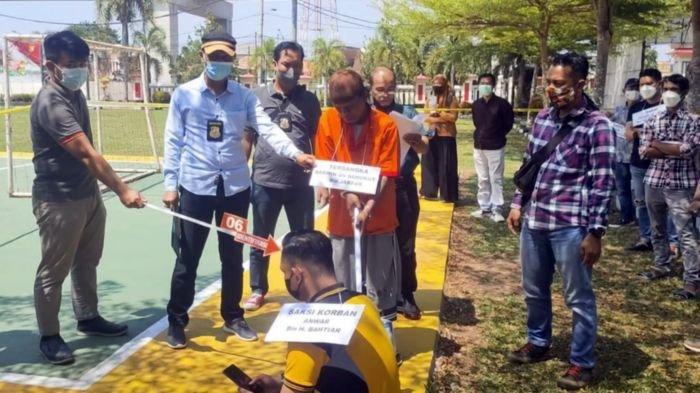 Unit Ranmor Polrestabes Palembang Gelar Rekonstruksi Kasus Penghilangan Nyawa Menggunakan Cangkul