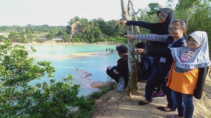 Danau Air Batu Menawan dan Alami, Memiliki Tiga Warna Air Cocok untuk Pengambilan Foto Prewedding