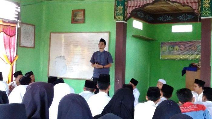Bentuk Pemuda Berkarakter Islami,  Diklatsar Rohis Hadirkan Kasubag Media