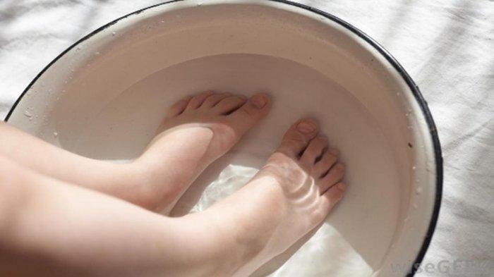 Rendam Kaki dengan Air Es Selama 15 Menit Sebelum Tidur Malam, Rasakan Khasiat tak Terduga Ini