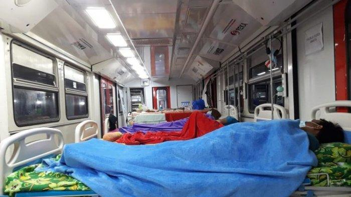 Beberapa pasien positif covid-19 menjalani isolasi di kereta medik darurat atau emergency medical train (EMT) buatan PT INKA di Kota Madiun. Kereta medik itu mulai dibanjiri pasien covid-19 setelah ruang isolasi di rumah sakit rujukan di kota pendekar penuh