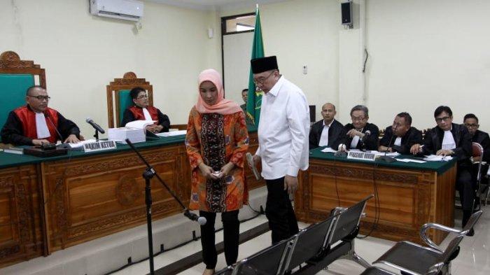 Gubernur Nonaktif Bengkulu dan Istri Dituntut 10 Tahun Penjara