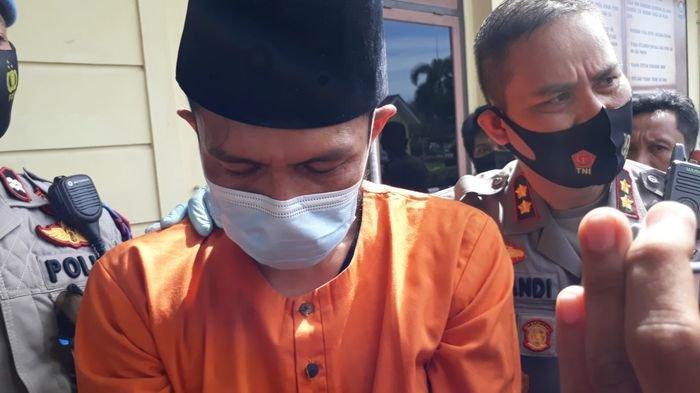 Rivat pelaku pembunuhan pria selingkuhan istrinya saat berada di Mapolres Prabumulih, Rabu (2/12/2020)