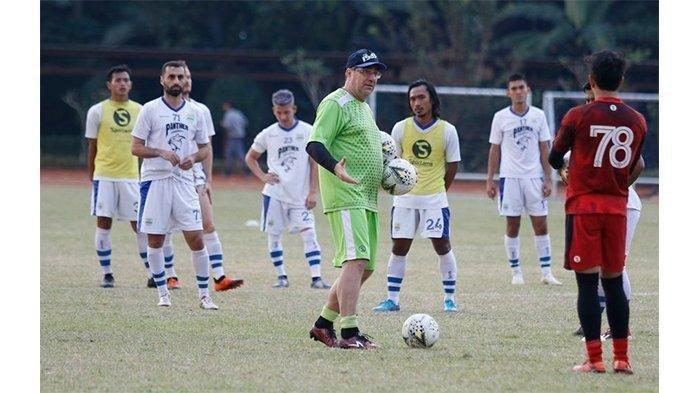 Tanggapan Pelatih Persib Bandung Rene Alberts, Liga 1 2020 Digelar Kembali Tanpa Penonton