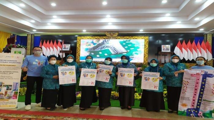 Fokus Cegah Stunting Rotary Club Bagikan Mistar Ukur Tinggi Badan Anak